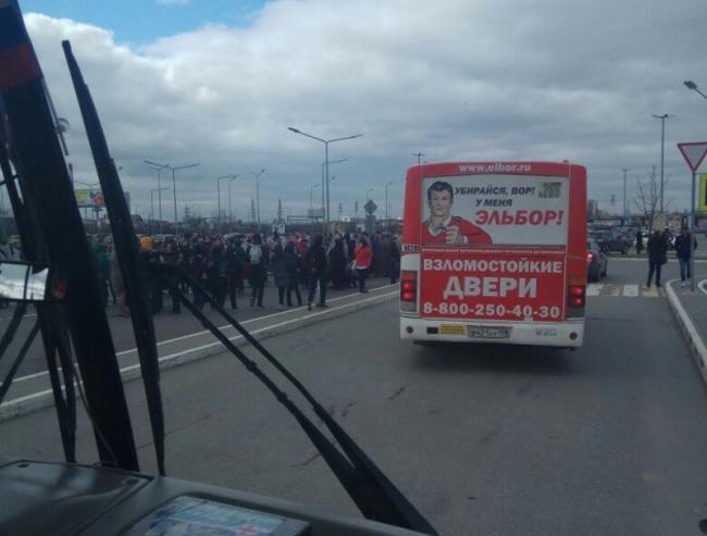 Известный  уновгородцев супермаркет  «Мега Дыбенко» сегодня эвакуировали