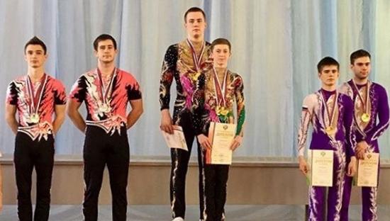 На чемпионате России по спортивной акробатике новгородцы завоевали два золота и одно серебро