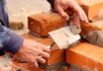Строительство домов для переселенцев в Парфино отстаёт от графиков