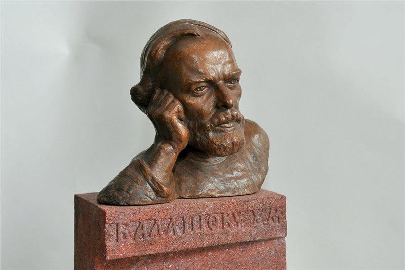 Кому мешает Балашов: памятнику новгородскому писателю ищут новое место