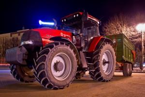 Фоторепортаж: подготовка к выставке сельхозтехники и сельхозпродукции «Весна-2013»