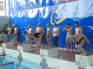 Новгородские профсоюзы в рамках спартакиады провели соревнования по плаванию