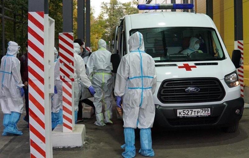 Более 15 тысяч человек заразились коронавирусом за сутки в России. Статистика и инфографика на 18 октября