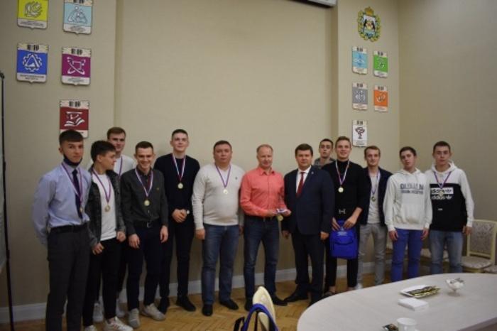 Юрий Боровиков поздравил футболистов НовГУ с исторической победой