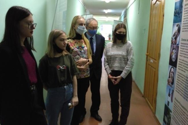 В НовГУ открылась выставка, приуроченная к Международному дню отказа от курения