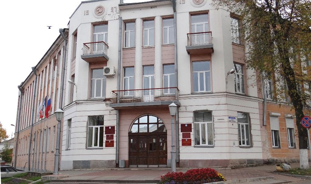 Глава Боровичского района сокращает восемь должностей