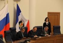 Новгородские профсоюзы заключили соглашение с региональным правительством и объединением работодателей