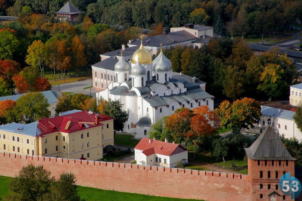В Великом Новгороде посчитали людей, входящих в Детинец