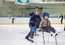 В Великом Новгороде украинские беженцы открыли сезон массовых катаний на льду