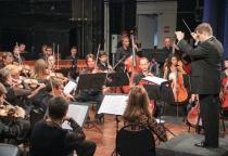 Открывший сезон симфонический оркестр собрал полный зал новгородской филармонии