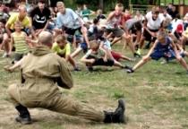 В Новгородской области дети провели «Зарядку со стражем порядка»