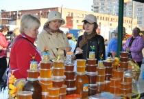 На сельскохозяйственном рынке «Западный» прошла ярмарка «День меда и яблок»