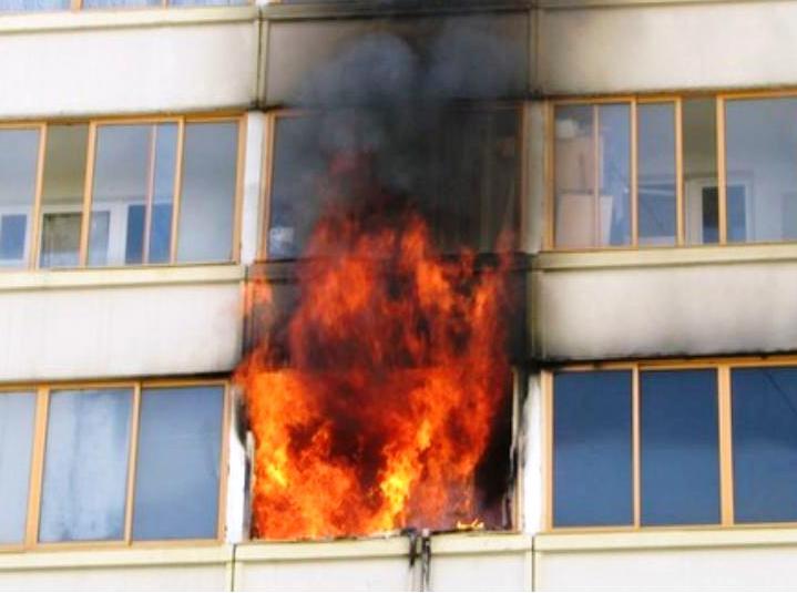 Пенсионерка из Батецкого района погибла у себя в квартире во время пожара
