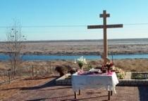 В Приильменье освящен поклонный крест на месте разрушенной часовни