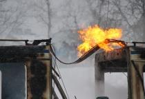 Фоторепортаж: пожар в пассажирском автобусе в Великом Новгороде