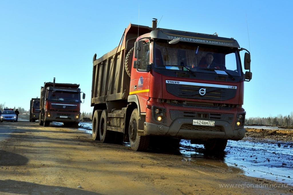 Строителям трассы М-11 высказали претензии по качеству восстановления дорог в Новгородской области