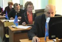 Новгородские пенсионеры убедились в том, что «Компьютер – это просто»