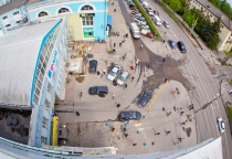 Фото: нарушители игнорируют запрет парковки у «Волны» в Великом Новгороде