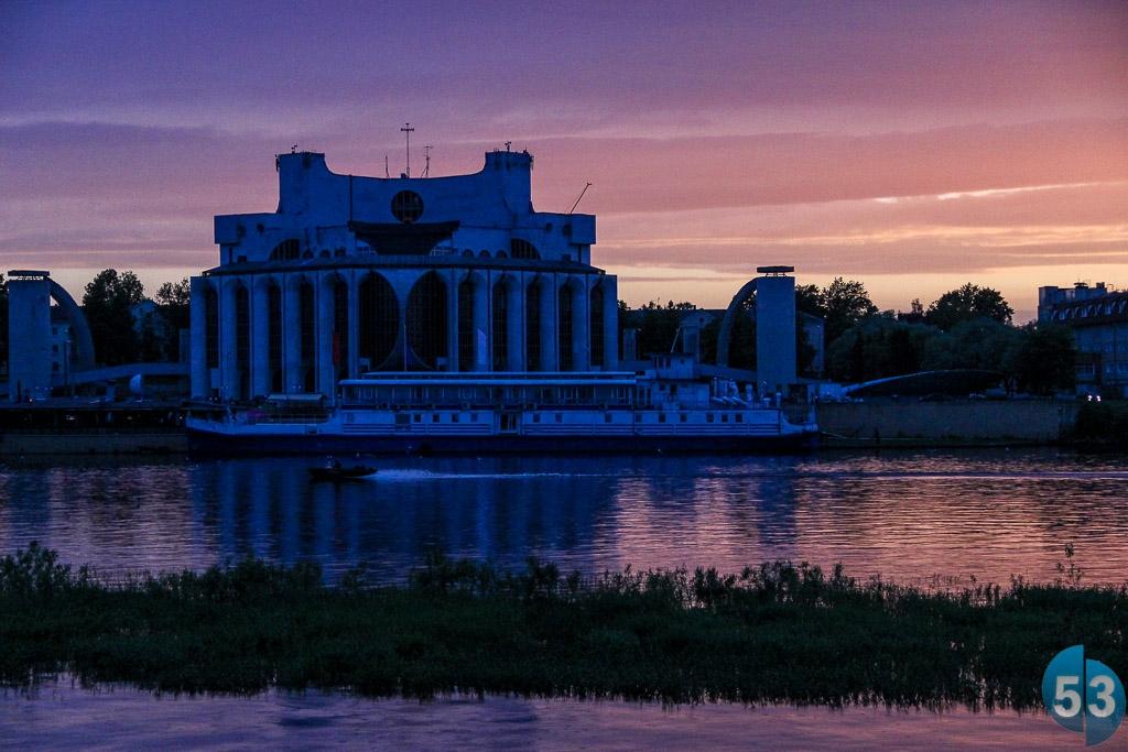«Между строк»:  О прошлом, настоящем и будущем набережной Александра Невского