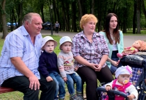 В Новгородской области увеличилось количество многодетных семей, получающих выплату из регионального бюджета