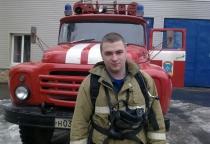 Прикованному к инвалидному креслу новгородскому пожарному срочно нужна помощь