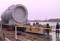 Фото: в Великий Новгород прибыл корпус атомного реактора