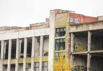 Собственник недостроенного здания «Волны» будет судиться с новгородским Росреестром из-за штрафа