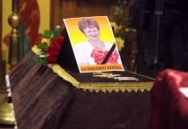 В Новгородской области прощаются с погибшей в авиакатастрофе Ниной Лущенко