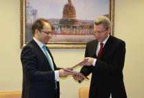 Новгородское отделение Сбербанка и Пенсионный фонд России по Новгородской области подписали соглашение о порядке взаимодействия
