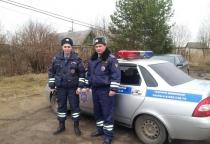 Солецкие полицейские спасли семью от пожара