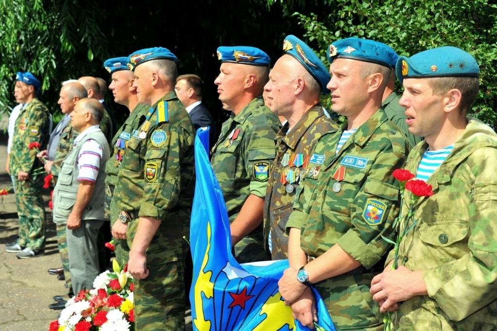 В Великом Новгороде состоялся митинг в честь 86-й годовщины создания ВДВ