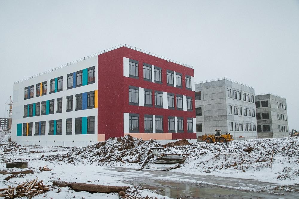На завершение строительства школы в «Ивушках» в городском бюджете заложено 124 млн рублей