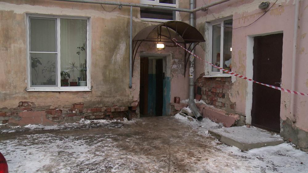 Переселенцев из аварийного жилья в Великом Новгороде «кормят завтраками»