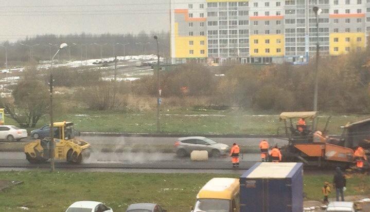 Новгородцы предсказывают, сколько продержится асфальт, уложенный в сезон дождей