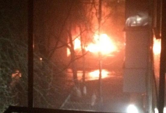 Вчера пожарные спасли 8 детей в Старой Руссе, а этой ночью потушили полыхающую машину в Новгороде