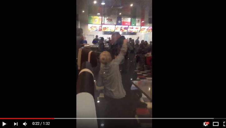 Видео: неадекватную компанию задержали в новгородском ресторане Lucky Star