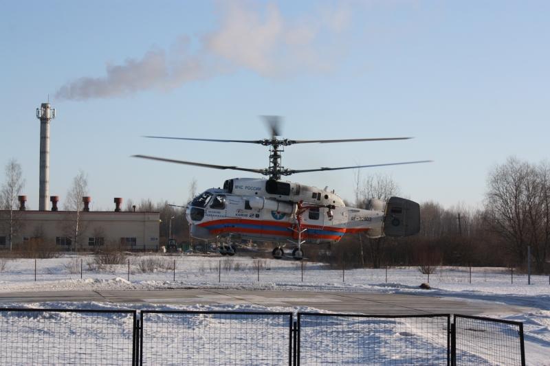 Врачи борются за жизнь мужчины, которого доставят в Великий Новгород на вертолете