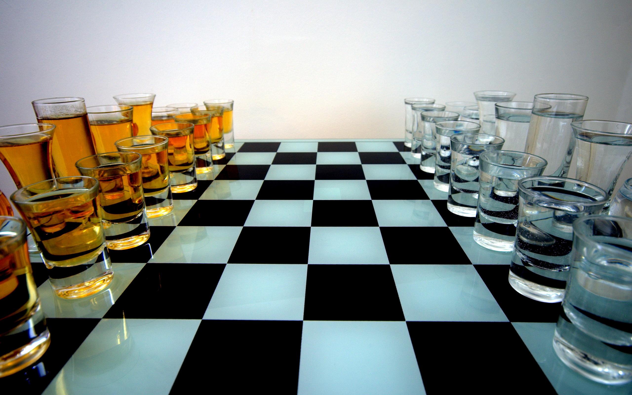 Шах и мат, похитители: москвич и петербуржец украли фигуры с крыши новгородского шахматного клуба