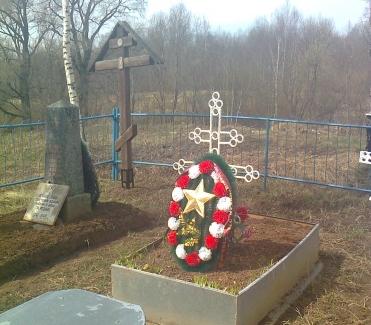 Студенты Старорусского колледжа благоустроили братскую могилу