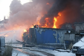 На территории «Акрона» сгорели три бытовки