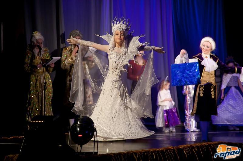 Фоторепортаж: фестиваль-конкурс карнавального костюма «Золотая пуговица — 2017»