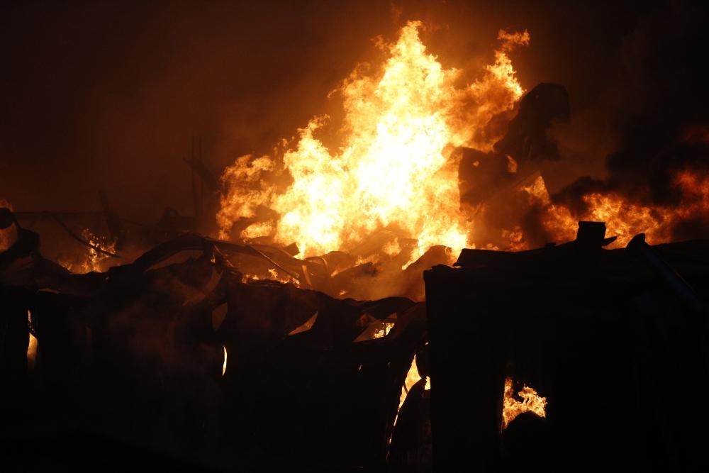 На пожаре в Парфинском районе погибла женщина