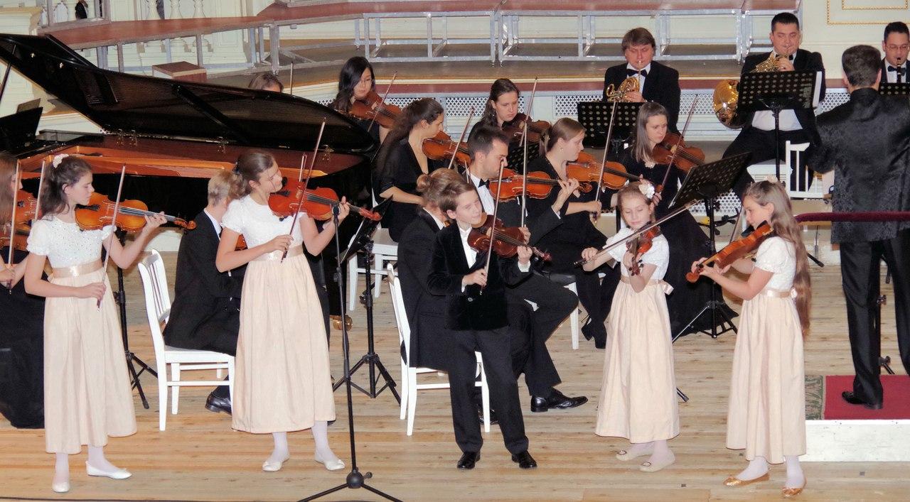 Для новгородцев выступят дети-скрипачи «Тутти»