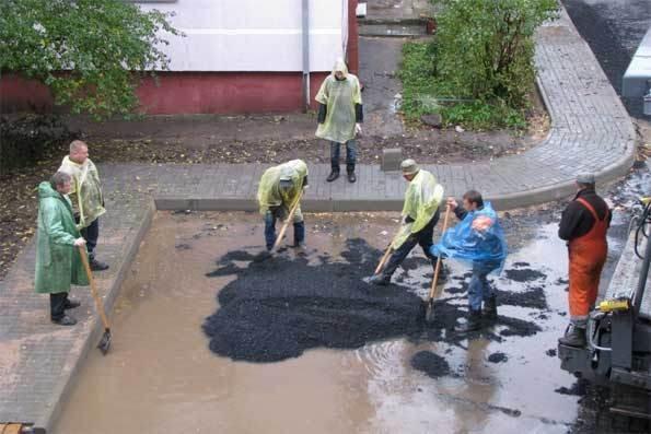 Новгородским дорожникам посоветовали освоить систему водоотведения при ремонте дорог