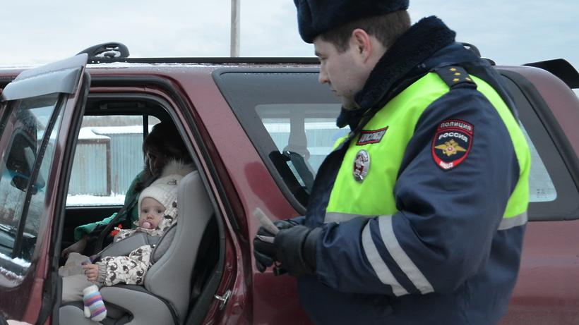 В Новгородской области ГИБДД усилило борьбу за безопасную перевозку детей