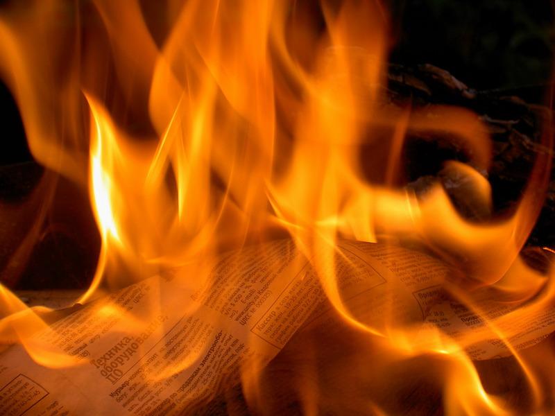 Новгородка сожгла киоск, обнаружив недостачу по выручке
