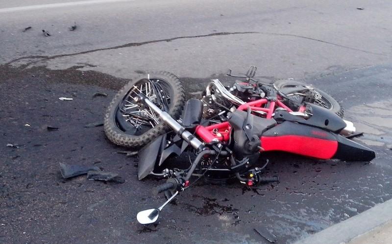 В ДТП на объездной дороге в окрестностях Великого Новгорода пострадал мотоциклист