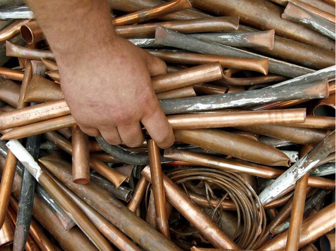 Двое юношей украли с предприятия в Новгородской области 220 кг металлолома