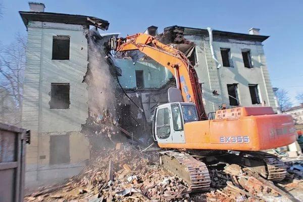 Разрушать — не строить: аварийные дома в Малой Вишере должны были быть снесены в 2016 году