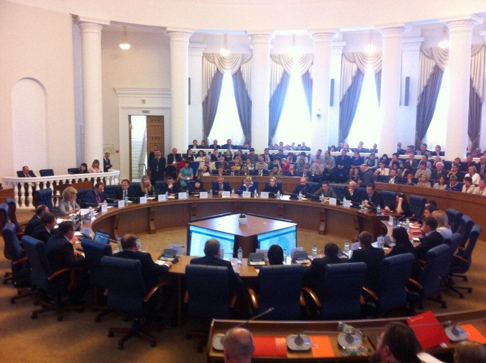 Андрей Никитин о задачах правительства: «Первое — не мешать, второе — помогать». Брифинг по ПМЭФ